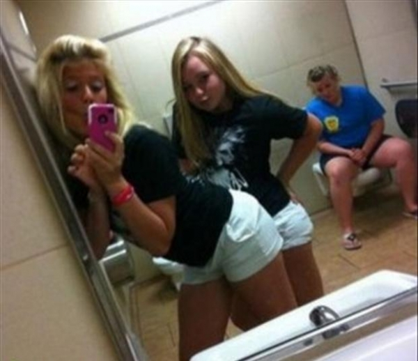bathroom-mirror-funny-profile-photos-9